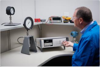 Hochdruckcontroller/- kalibrator 8370A Fluke Calibration mit   Kontaminationssch
